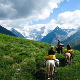 Конный тур к подножию легендарной горы Белуха