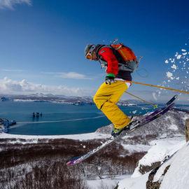 Off-piste на Камчатке. Горнолыжный тур с забросками на снегоходах